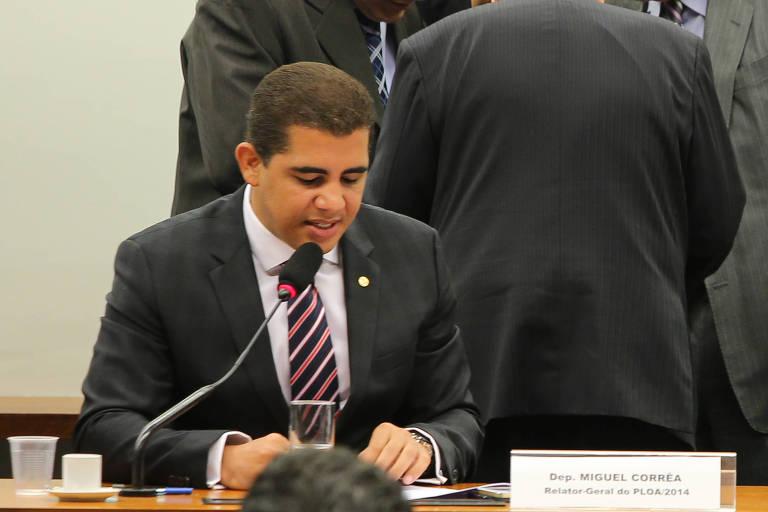 Deputado Miguel Correa (PT/MG) durante votação do orçamento na Câmara, em 2014