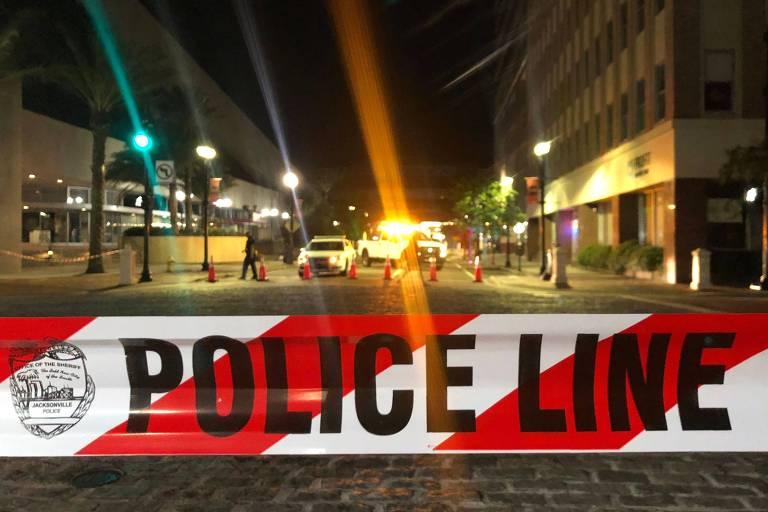 Região onde ocorreu o ataque em Jacksonville, na Flórida, é isolada pela polícia