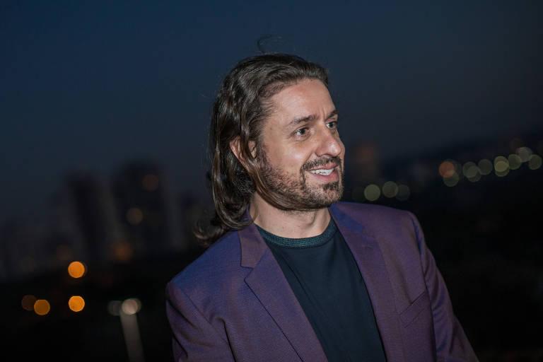 O empresário Lourenço Bustani durante entrevista na praça Pôr do Sol (zona sul de SP)