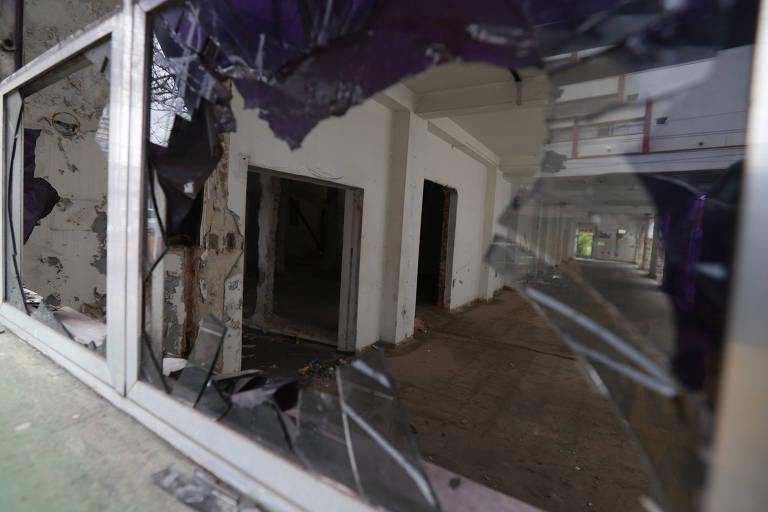 Depredação do prédio do antigo Hospital da Vila Carrão, na zona leste