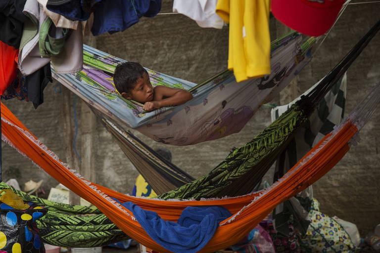 Índios fogem da crise na Venezuela