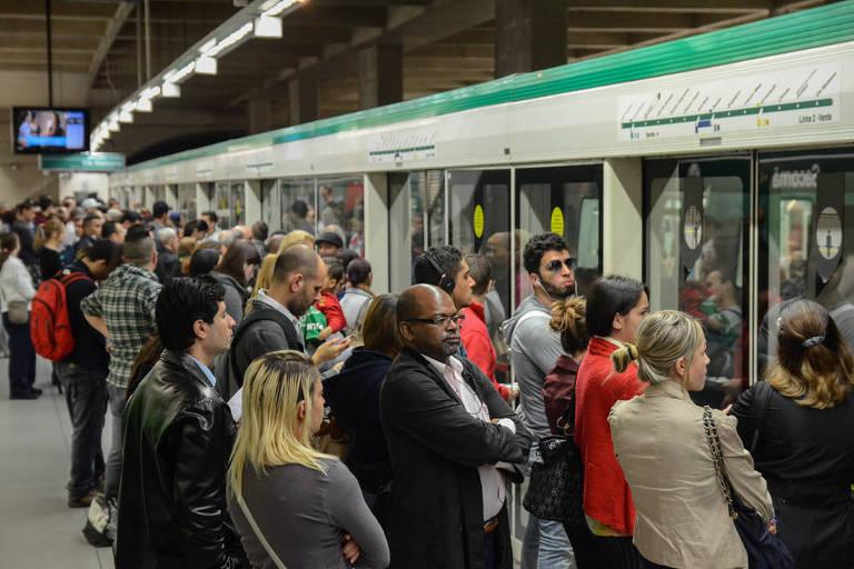 Passageiros na estação Sacomã do Metrô, em São Paulo