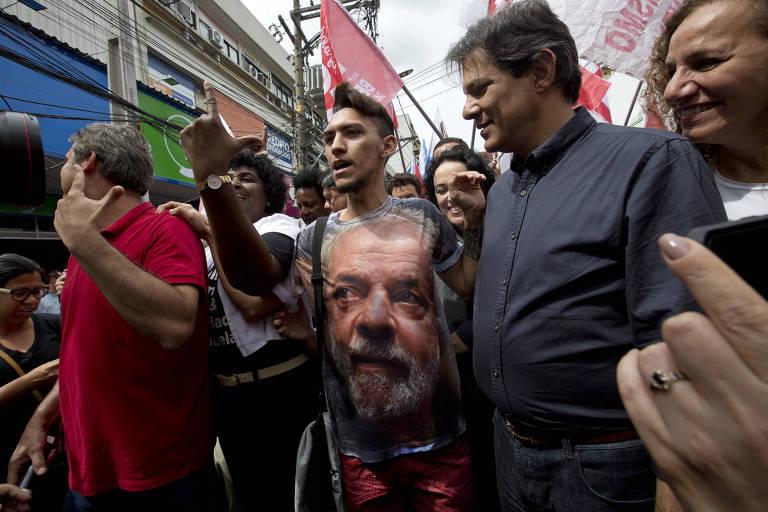 Candidato a vice pela chapa do PT, Fernando Haddad, durante campanha