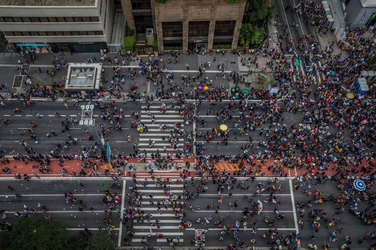 Avenida Paulista tomada de gente; São Paulo é a cidade mais populosa do país, com 12,2 milhões de habitantes