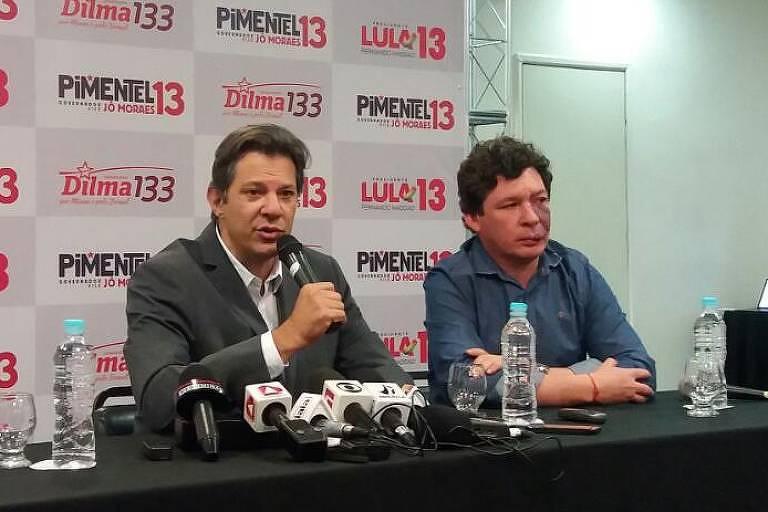 Fernando Haddad, candidato a vice-presidente do PT, dá entrevista coletiva em Belo Horizonte ao lado do deputado federal Reginaldo Lopes (PT-MG)