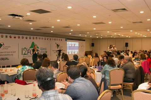 Participantes e palestrantes no 12º Fórum Melhores Práticas para o Terceiro Setor em Saúde da Alianza Latina, realizado em outubro de 2017, no Rio