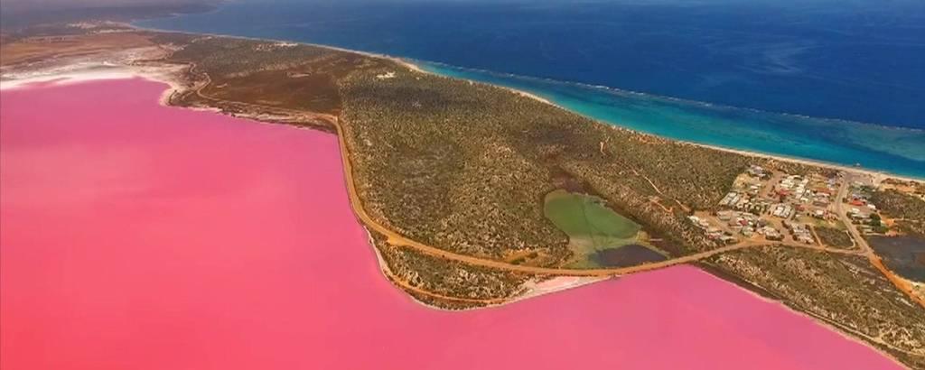Lago Hutt, em Port Gregory, na Austrália. A cor da água é rosa-chiclete, em decorrência das algas que existem no local