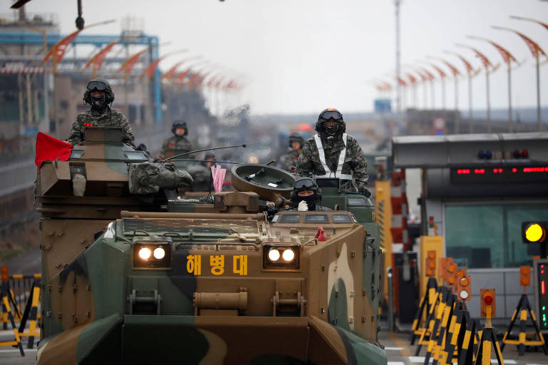 Blindados durante treinamento militar da Coreia do Sul com os Estados Unidos em abril deste ano em Pohang