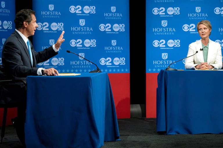 O governador de Nova York, Andrew Cuomo, e a pré-candidata Cynthia Nixon durante debate em Hempstead (EUA)
