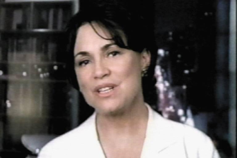 A atriz Regina Duarte, na campanha de José Serra à Presidência, em 2002