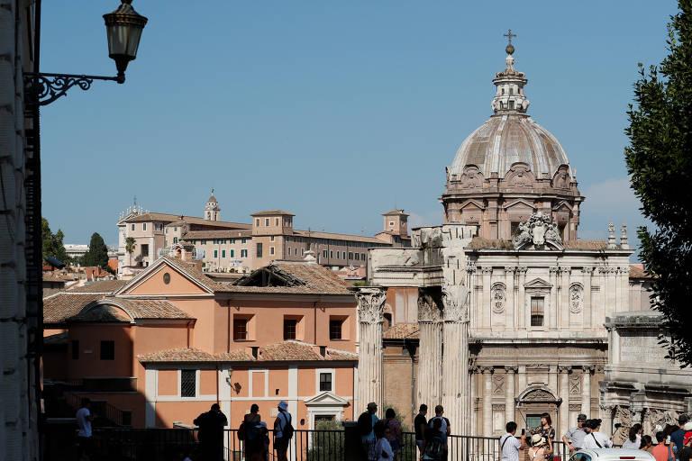 Ruínas do teto da igreja de São José dos Carpinteiros, em Roma