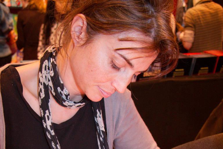 A autora francesa Hélène Bruller em sessão de autógrafos no Salão do Livro de Paris, em 2008