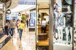 Vista interna do Shopping Anália Franco