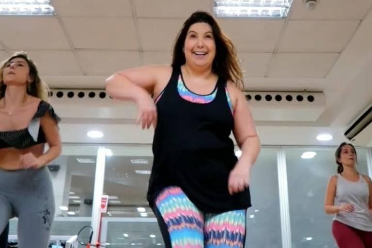 Mariana Xavier dá um show na aula de dança