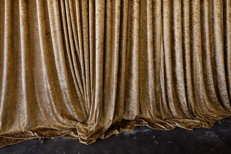 Detalhe da montagem da exposição de curadoria de Sofia Borges