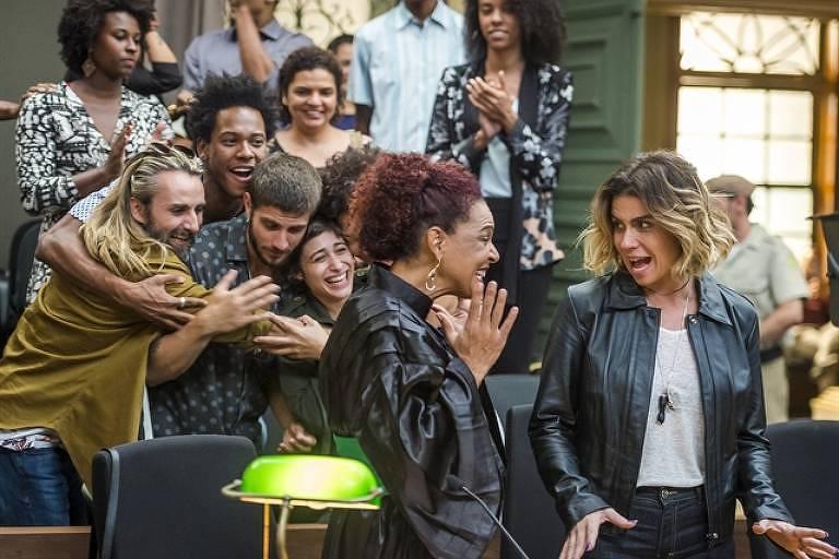 """Luzia (Giovanna Antonelli) comemora absolvição em novo julgamento em """"Segundo Sol"""""""