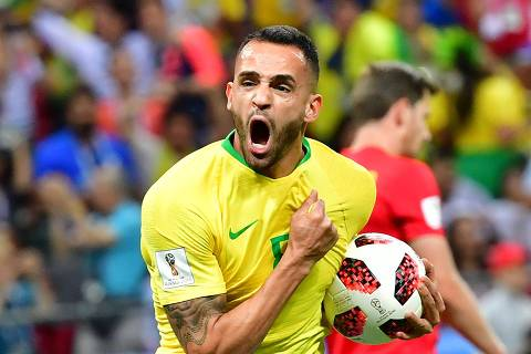 Brazil's midfielder Renato Augusto celebrates scoring his team's first goal  during the Russia 2018 World Cup quarter-final football match between Brazil and Belgium at the Kazan Arena in Kazan on July 6, 2018. / AFP PHOTO / Luis Acosta / RESTRICTED TO EDITORIAL USE - NO MOBILE PUSH ALERTS/DOWNLOADS