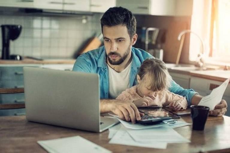 A simples expectativa de checar as mensagens do trabalho pós-expediente prejudica sua saúde e a da sua família