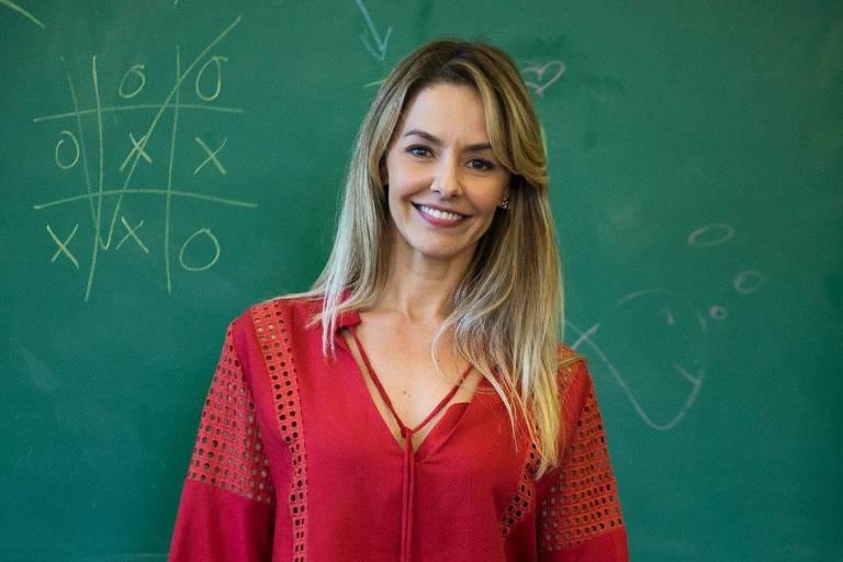 """A atriz Bianca Rinaldi como a professora Leonor em """"Malhação - Vidas Brasileiras"""""""