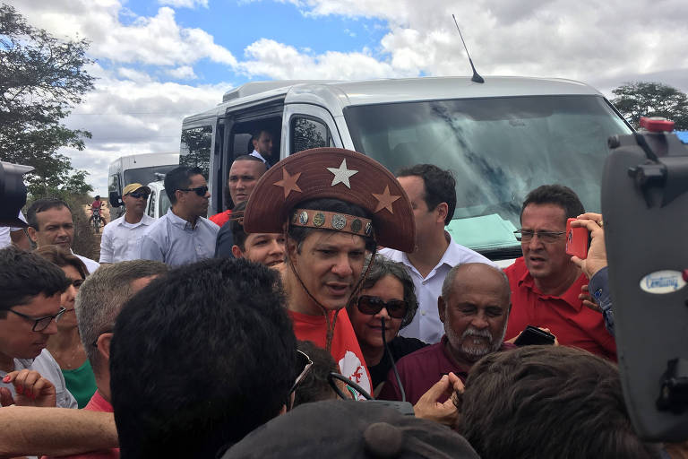 Fernando Haddad (PT), vice da chapa petista, em ato de campanha em Garanhuns (PE)