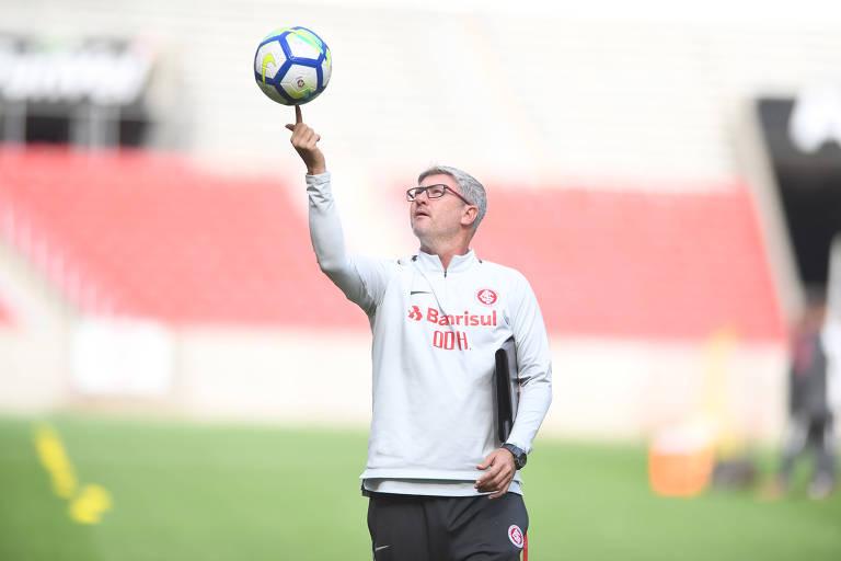 Odair Hellmann comanda treino do Internacional no Estádio Beira-Rio