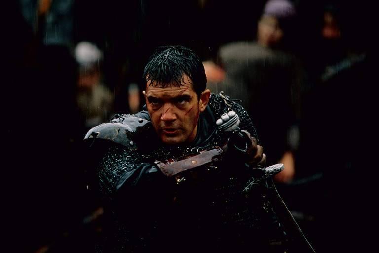"""Antonio Banderas no filme  """"O 13º Guerreiro"""", inspirado no relato de Ahmad Ibn Fadlān"""