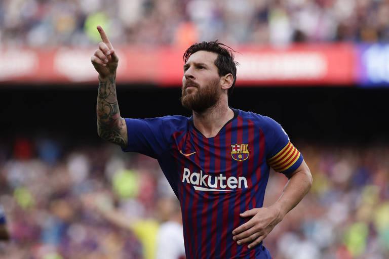 O argentino Lionel Messi comemora o primeiro gol da goleada de 8 a 2 do Barcelona sobre o Huesca, no Camp Nou, pelo Campeonato Espanhol