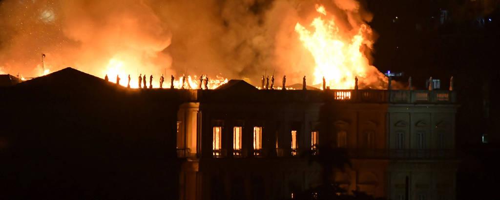 Incêndio de grande proporção atingiu Museu Nacional,  na Quinta da Boa Vista, no Rio de Janeiro