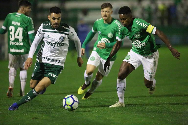 Palmeiras vence Chapecoense e segue na disputa do título brasileiro ... a8aa0115f7003