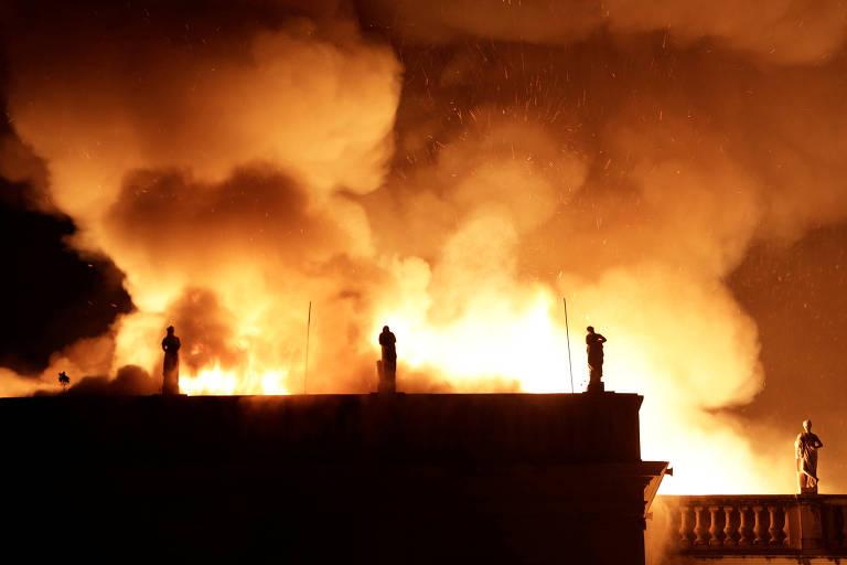 Incêndio corrói Museu Nacional