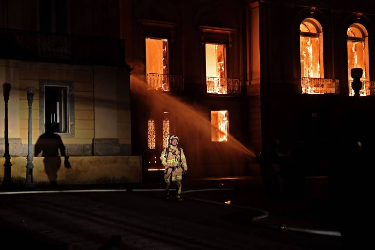 Alvos no incêndio do museu, Bombeiros são escanteados pela intervenção federal