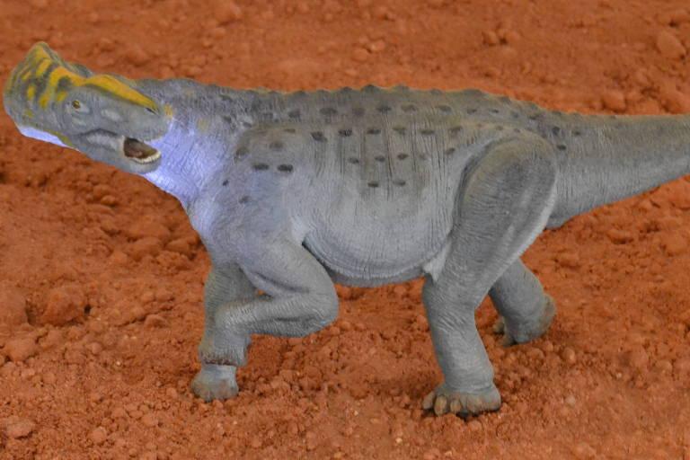 Miniatura do dinossauro Maxakalisaurus topai