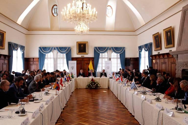 Representantes de 13 países latino-americanos se reúnem em Quito, no Equador, para discutir crise migratória provocada pelo êxodo venezuelano