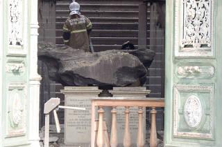 Trabalhos de rescaldo após incêndio no Museu Nacional