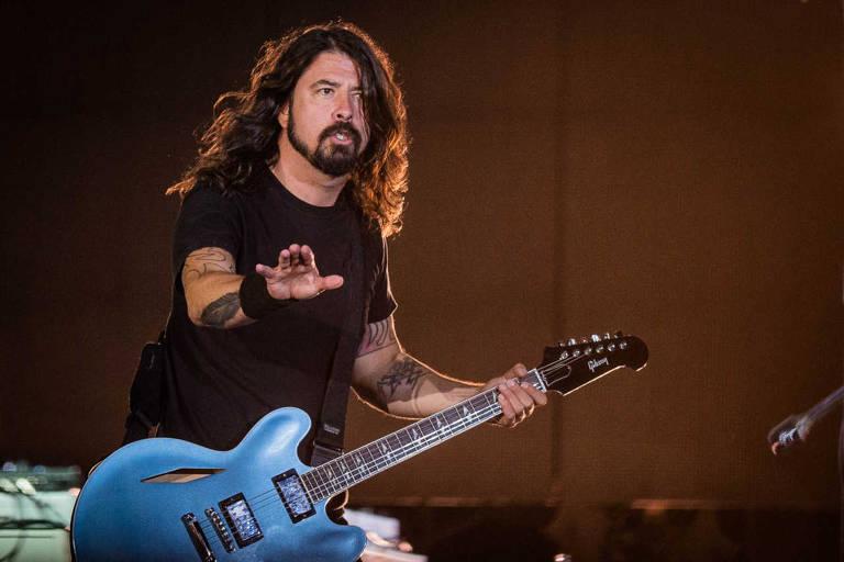 Manifestantes comparam vacinação a nazismo durante show do Foo Fighters
