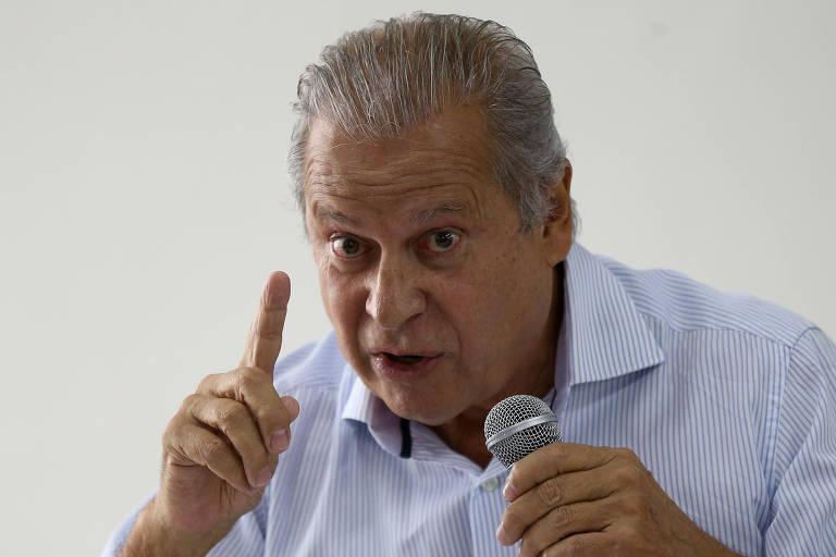 José Dirceu gesticulando