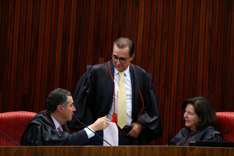 Sessão extraordinária do TSE, sob a presidência da ministra presidente Rosa Weber, julga registros de candidaturas