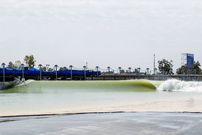 Liga Mundial de Surfe na piscina de ondas