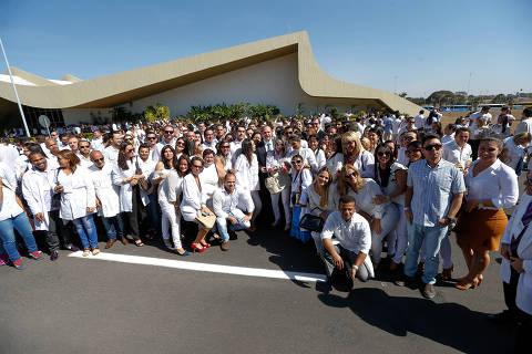 Governo e Opas discutem plano de saída de cubanos do Mais Médicos