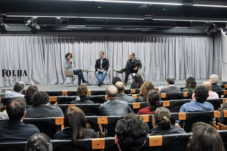 Maria Isabel Landim, professora do Museu de Zoologia da USP, Reinaldo Jose Lopes,  colaborador e colunista da Folha, e Pedro Paulo Pimenta, professor de filosofia da USP