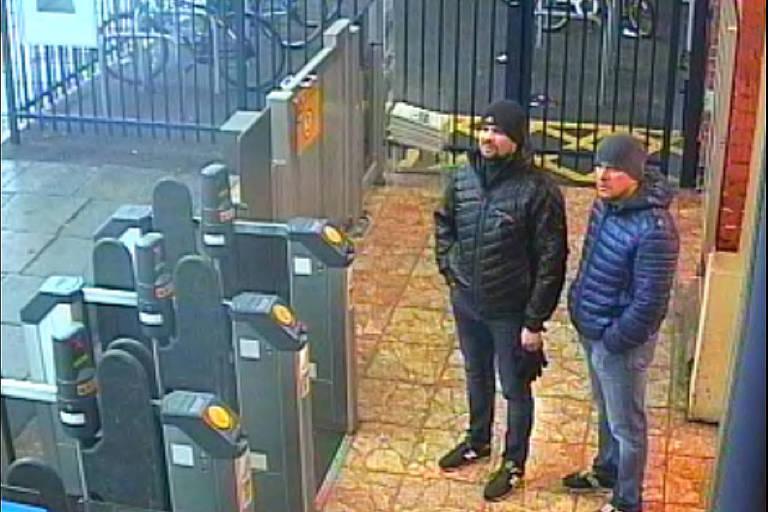 Imagens da polícia mostram os dois suspeitos pelo envenenamento na estação de trem de Salisbury no dia anterior ao ataque