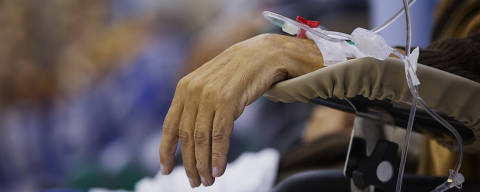 SÃO PAULO, SP. 03/08/2018. Pacientes com câncer fazem sessão de quimioterapia no Hospital Heliópolis em São Paulo. ( Foto: Lalo de Almeida/ Folhapress ) ESPECIAL SAUDE ***EXCLUSIVO FOLHA***