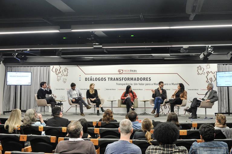 Diálogos Transformadores Transparência