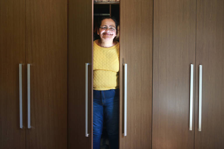 ffa2ced6bc Um guarda-roupa foi a primeira compra da jornaleira Sonia Quaglia pela  internet