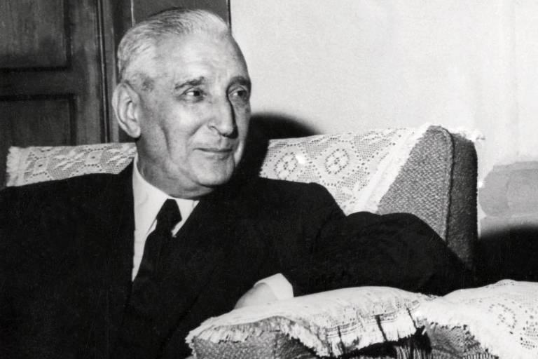 O ditador português António de Oliveira Salazar, durante encontro com o ditador espanhol Francisco Franco em 24 de junho de 1960