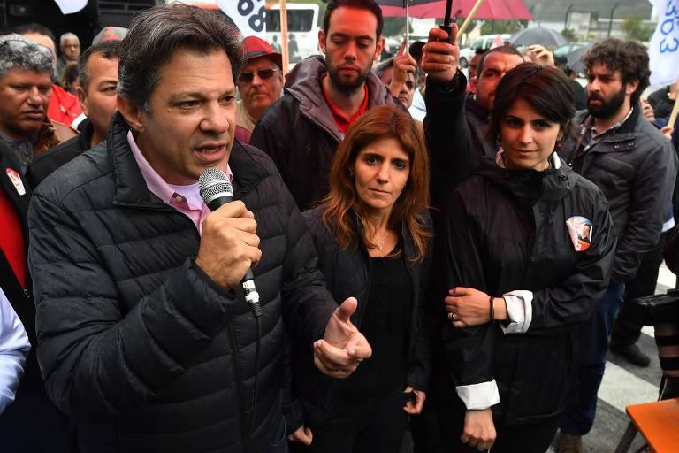 Candidato a vice pela chapa do PT, Fernando Haddad, a esposa Ana Estela Haddad e Manuela D'Avila (PCdoB)