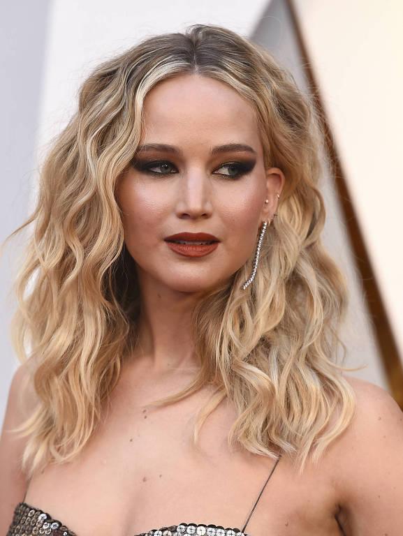 Jennifer Lawrence no tapete vermelho do Oscar