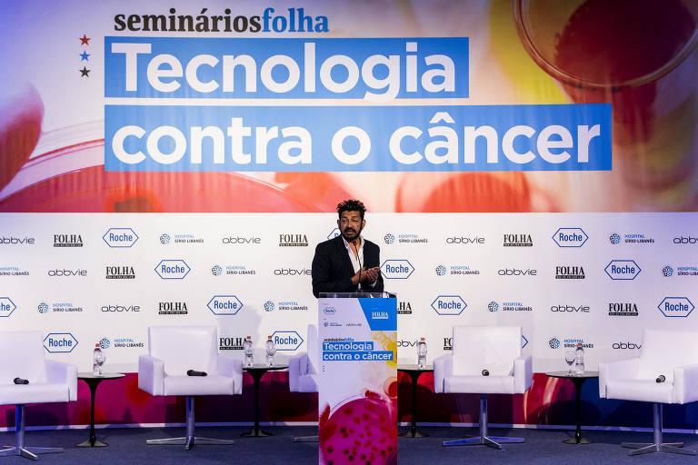 """Siddhartha Mukherjee, médico indiano radicado nos Estados Unidos, pesquisador da Universidade Columbia e escritor vencedor do prêmio Pulitzer de 2011, durante palestra com o tema """"Genes, Câncer e o Futuro da Medicina, realizado durante abertura do Seminário Folha - Tecnologia Contra o Câncer"""