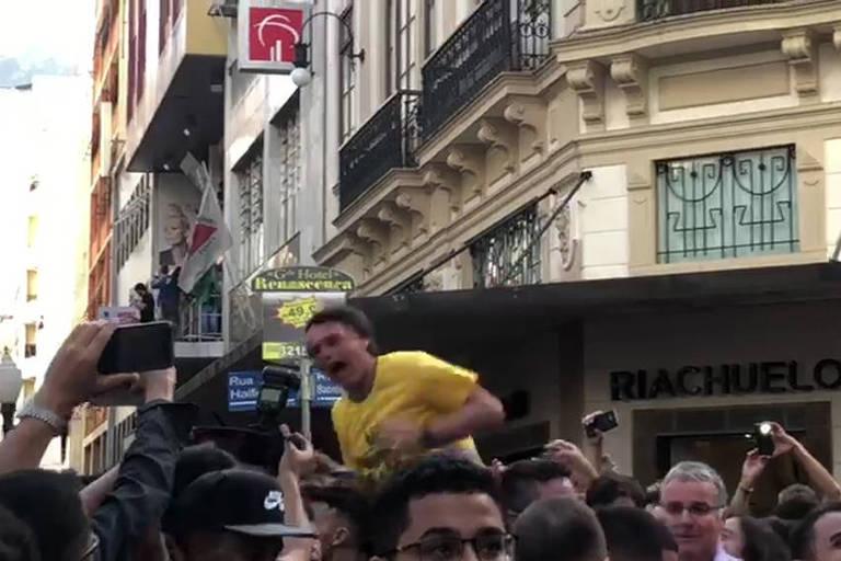 Jair Bolsonaro é esfaqueado durante campanha em Juiz de Fora (MG)