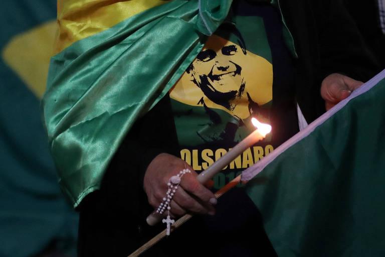 Jair Bolsonaro é esfaqueado em ato de campanha